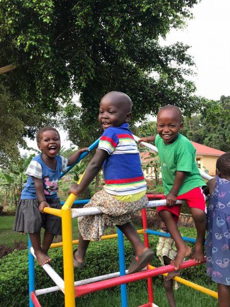 Lachende Kinder in Uganda